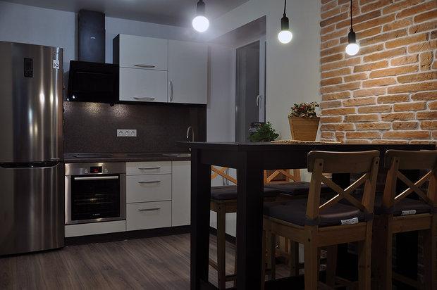 """Кухня: 4,9 квадратного метра и перепланировка в """"однушке"""""""