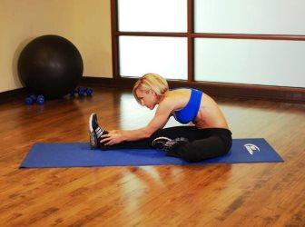 Упражнения для растяжки спины и позвоночника в домашних условиях
