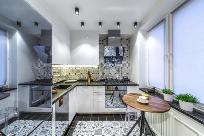 Дизайн кухни 7 кв.м. в хрущевке с дверью-книгой